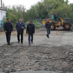 Главы города и района проверили ход ремонтных работ