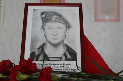 Студенты Коркино почтили память выпускника