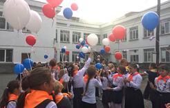 Школьники Коркино отправили в полёт голубя мира