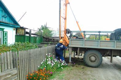 На Розе электросетевая компания приступили к замене электроопор