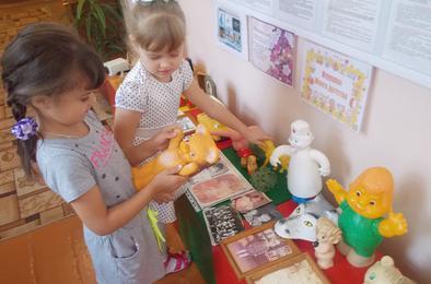 Детсадовцы Коркино увидели детские игрушки наставников
