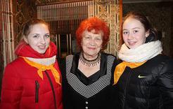 Студенты Коркино поздравили преподавателей-ветеранов