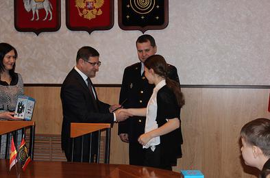 Коркинским подросткам торжественно вручили паспорта