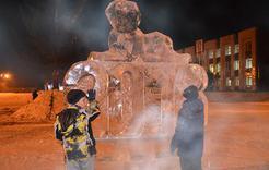 В Коркино на площади установили ёлку и зажгли звезду