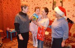 В Коркино вручают новогодние подарки детям
