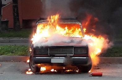 Пожарные Коркино вчера тушили два автомобиля