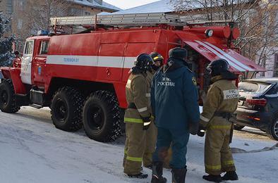 Пожарные Коркино тушили огонь и помогали пострадавшим в ДТП