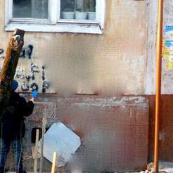 Прокуратура обязала убрать надписи на домах