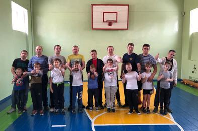 В коркинской школе провели праздник для пап и сыновей