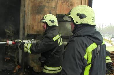 Пожарные Коркино тушили столярный цех