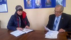 Коркинцы пришли с проблемами к депутату Николаю Янову