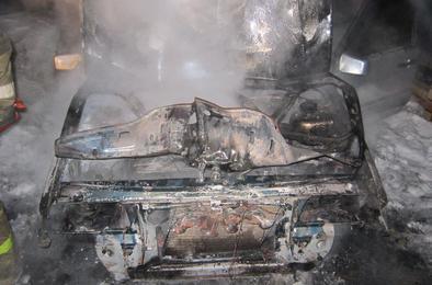 Минувшей ночью на Розе горел автомобиль