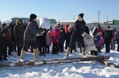 Жители коркинского посёлка проводили зиму