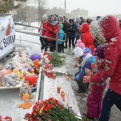 Сотни коркинцев пришли почтить память погибших в Кемерово