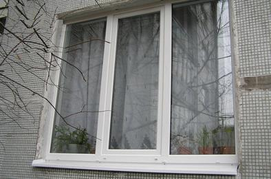В Коркино из окна многоэтажки выпрыгнула 15-летняя девочка