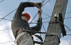 В Коркинском районе вновь ветер оставил без света сотни жителей