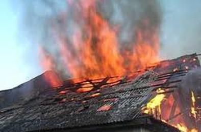 В Коркино неосторожность с огнём привела к пожару