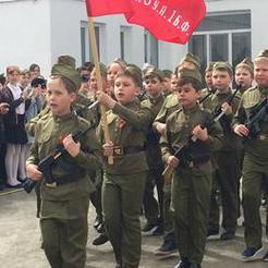 Коркинские школьники провели свой парад Победы