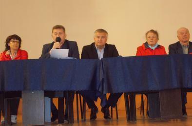 На вопросы коркинских ветеранов отвечали главврач и глава города