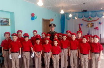 Юнармейцы Коркино встретились с ветераном военной службы