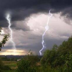 Южноуральцев предупреждают о грозах, граде и шквалистом ветре