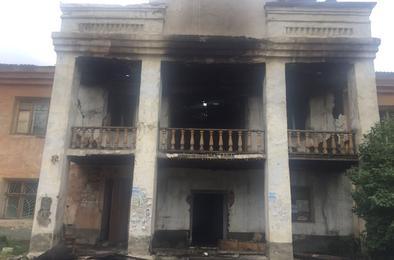 В Коркинском районе горело здание, где располагались аптека, магазин и соцзащита