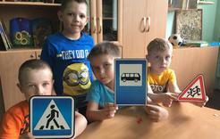 В летнем лагере коркинские дети изучают правила дорожного движения