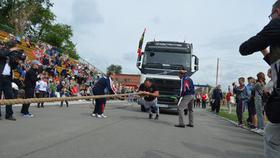 В Коркино в спортивном празднике принял участие известный силач