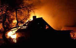 В коркинском саду при пожаре поврежден домик