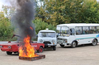 На автодороге «Дружба» ликвидировали крупное ДТП с возгоранием машины