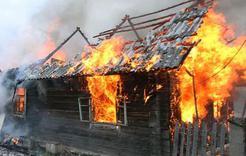 В Дубровке сгорел дом с надворными постройками