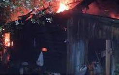 Ранним утром в Коркино горела хозяйственная постройка