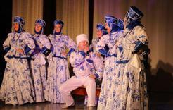 Почтенным коркинцам преподнесли творческий подарок