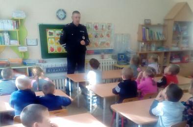 Детсадовцы Коркино учили правила дорожной азбуки