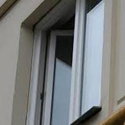 В Коркино из окна многоэтажки выпал мужчина
