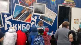 К жителям Дубровки приехал чудо-библиомобиль