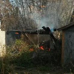Коркинские спасатели потушили мусор и помогли пенсионерке