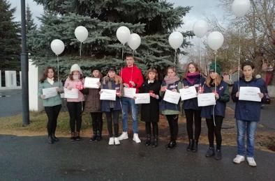 Молодёжь Коркино провела акцию в память о погибших в Керчи