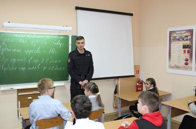 Полицейские Коркино рассказали студентам и школьникам о праве