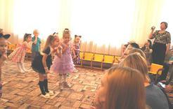 Концерт для милой мамочки подготовили дошкольники Розы