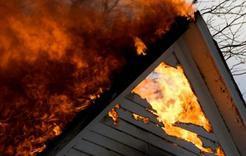 В Коркино из-за пожара владельцы дома остались без крыши