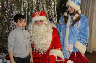 Полицейский Дед Мороз поздравил ребятишек