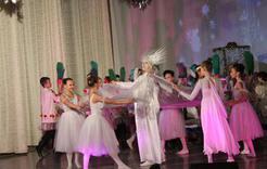 На ёлках в коркинском дворце побывали свыше тысячи ребят