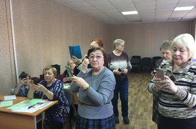 Коркинских пенсионеров обучили мобильной грамотности