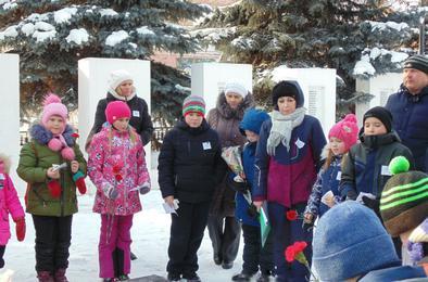 Коркинские школьники почтили память ленинградцев