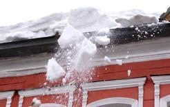 Осторожно, с крыш сходит снег!