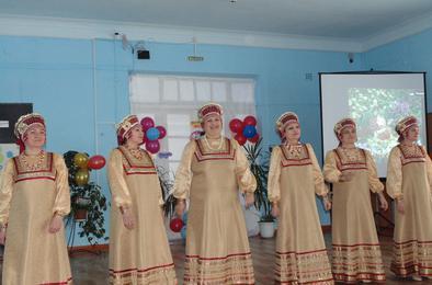 Жительниц поселка Роза поздравили с Женским днем