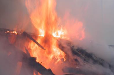 В Коркино в частном секторе сгорели дом и баня