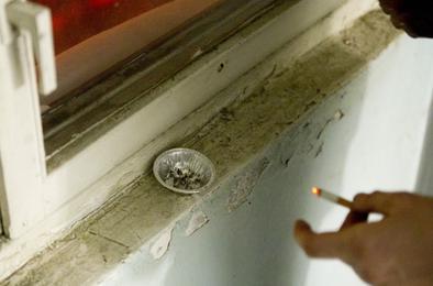 На курящего соседа можно подать в суд