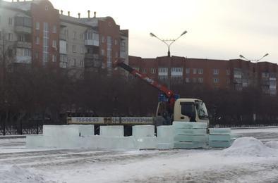 На площади Ленина начали устанавливать городок